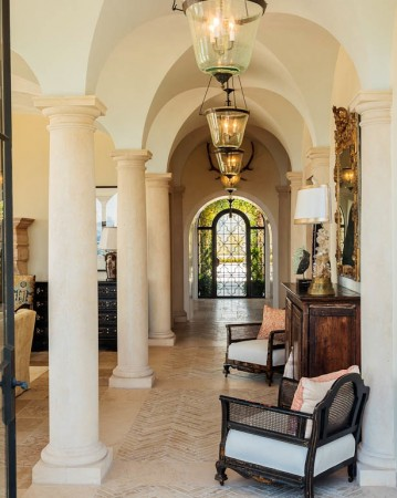 Entering this  residence, the axis of the Pergola, is continued in the center of a vaulted gallery leading to the living Room.