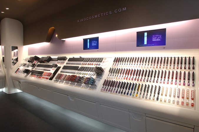 The Kiko Cosmetics brand in Europe, with 600 stores, uses make-up like colors, and display cases that make the product accessible.